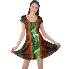 Beautiful World Entry Door Fantasy Cap Sleeve Dresses