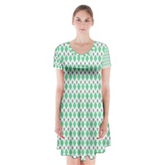 Crown King Triangle Plaid Wave Green White Short Sleeve V Neck Flare Dress