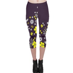 Vintage Retro Floral Flowers Wallpaper Pattern Background Capri Leggings