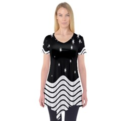 Black And White Waves And Stars Abstract Backdrop Clipart Short Sleeve Tunic