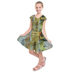 Old Newspaper And Gold Acryl Painting Collage Kids  Short Sleeve Dress