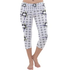 Fractal Design Pattern Capri Yoga Leggings