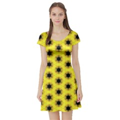 Yellow Fractal In Kaleidoscope Short Sleeve Skater Dress