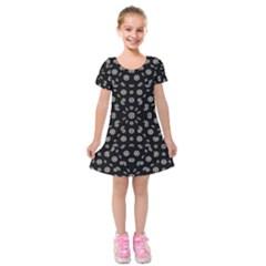 Dark Ditsy Floral Pattern Kids  Short Sleeve Velvet Dress