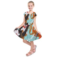 Colorful Graffiti In Amsterdam Kids  Short Sleeve Dress