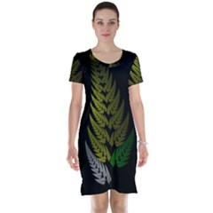 Drawing Of A Fractal Fern On Black Short Sleeve Nightdress