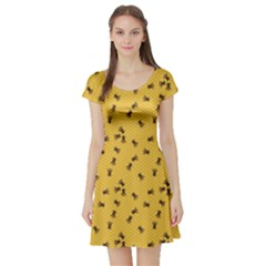 Yellow Pattern Of The Bee On Honeycombs Short Sleeve Skater Dress