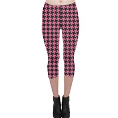 Pink Catstooth Pattern In Black And Pink Capri Leggings
