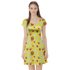 Yellow Strawberries With Red Bee And White Flowers Pattern Short Sleeve Skater Dress