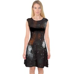Lights And Drops While On The Road Capsleeve Midi Dress
