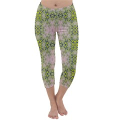 Digital Computer Graphic Seamless Wallpaper Capri Winter Leggings