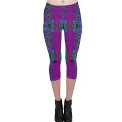Purple Seamless Pattern Digital Computer Graphic Fractal Wallpaper Capri Leggings