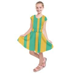 Green And Orange Herringbone Wallpaper Pattern Background Kids  Short Sleeve Dress