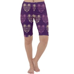 Purple Hearts Seamless Pattern Cropped Leggings