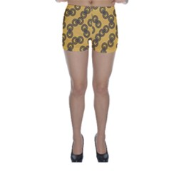Abstract Shapes Links Design Skinny Shorts
