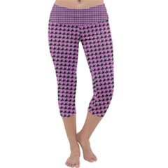 Pattern Grid Background Capri Yoga Leggings