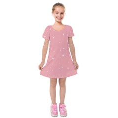Pink background with white hearts on lines Kids  Short Sleeve Velvet Dress