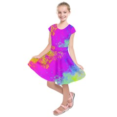Grunge Radial Gradients Red Yellow Pink Cyan Green Kids  Short Sleeve Dress