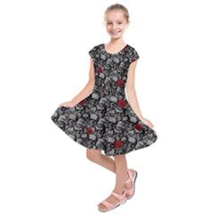 Skulls and roses pattern  Kids  Short Sleeve Dress