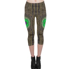 In The Stars And Pearls Is A Flower Capri Leggings