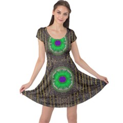 In The Stars And Pearls Is A Flower Cap Sleeve Dresses
