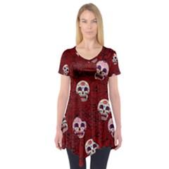 Funny Skull Rosebed Short Sleeve Tunic