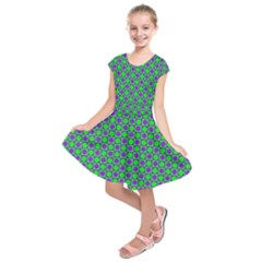 Friendly Retro Pattern A Kids  Short Sleeve Dress