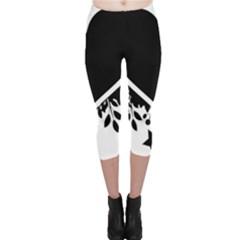 Silhouette Heart Black Design Capri Leggings