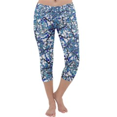 Modern Nouveau Pattern Capri Yoga Leggings