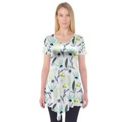 Hand drawm seamless floral pattern Short Sleeve Tunic