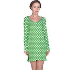 White Heart-Shaped Clover on Green St. Patrick s Day Long Sleeve Nightdress