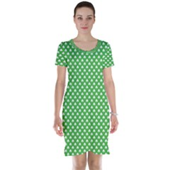 White Heart-Shaped Clover on Green St. Patrick s Day Short Sleeve Nightdress