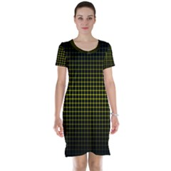 Optical Illusion Grid in Black and Yellow Short Sleeve Nightdress