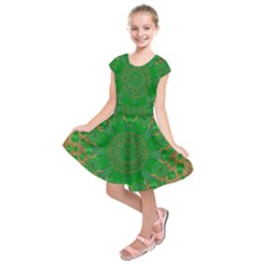 Summer Landscape In Green And Gold Kids  Short Sleeve Dress