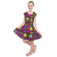 Bright And Busy Floral Wallpaper Background Kids  Short Sleeve Dress