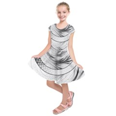 Enso, A Perfect Black And White Zen Fractal Circle Kids  Short Sleeve Dress