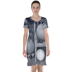 Pumpkind And Gourds Bw Short Sleeve Nightdress