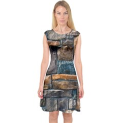 Brick Wall Pattern Capsleeve Midi Dress