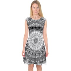 Feeling Softly Black White Mandala Capsleeve Midi Dress