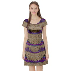 Pearl Lace And Smiles In Peacock Style Short Sleeve Skater Dress