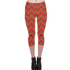 Background Retro Red Zigzag Capri Leggings