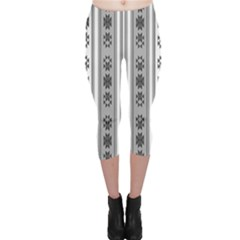 Folklore Pattern Capri Leggings