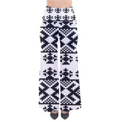Model Traditional Draperie Line Black White Triangle Pants