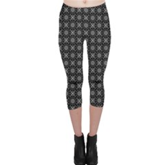 Kaleidoscope Seamless Pattern Capri Leggings