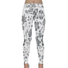 Grayscale Floral Heart Background Classic Yoga Leggings