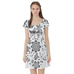 Grayscale Floral Heart Background Short Sleeve Skater Dress