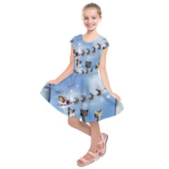 Christmas, Cute Cats Looking In The Sky To Santa Claus Kids  Short Sleeve Dress