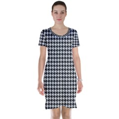 Friendly Houndstooth Pattern,black And White Short Sleeve Nightdress