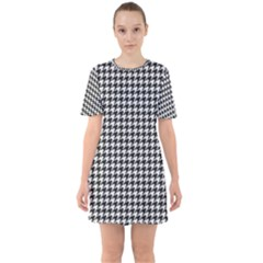 Friendly Houndstooth Pattern,black And White Sixties Short Sleeve Mini Dress