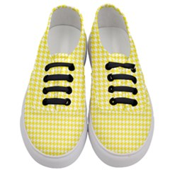 Friendly Houndstooth Pattern,yellow Women s Classic Low Top Sneakers
